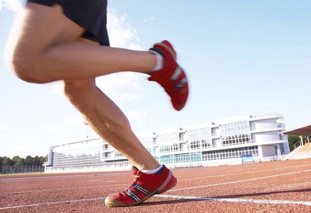 Спорт, мъж тича