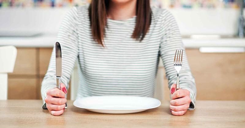 Гладуване чрез нискокалорични диети