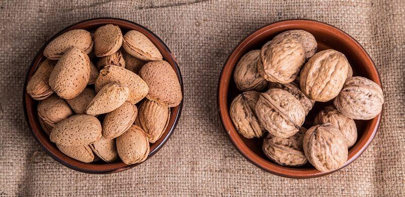 Купа с орехи и бадеми